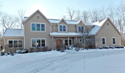Photo of 11010 N Crown Ct, Mequon, WI 53092