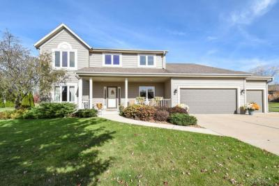 Photo of W210N16531 Woodshire Ct, Jackson, WI 53037