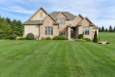 Photo of 240 Hunters Crossing S, Slinger, WI 53086