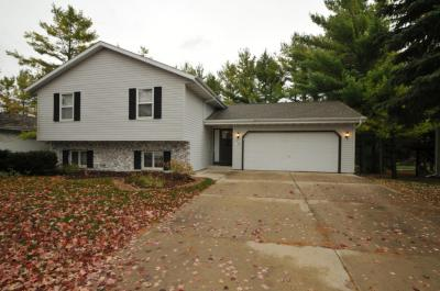 Photo of W200N16520 Pine Dr, Jackson, WI 53037