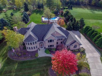 Photo of 228 Steeple Pointe Dr, Delafield, WI 53018