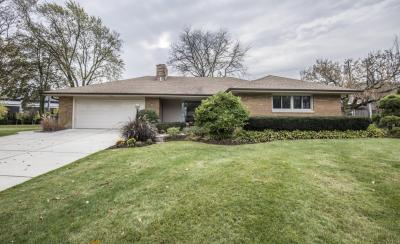 Photo of 8837 N Iroquois Rd, Bayside, WI 53217