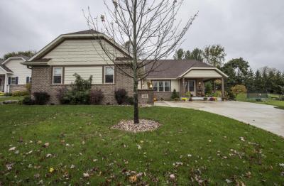 Photo of 1471 Red Oak Dr, Hartford, WI 53027