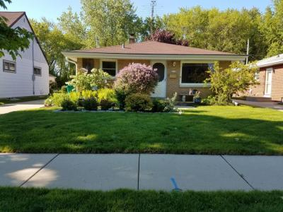 Photo of 2913 E Cudahy Ave, St Francis, WI 53235