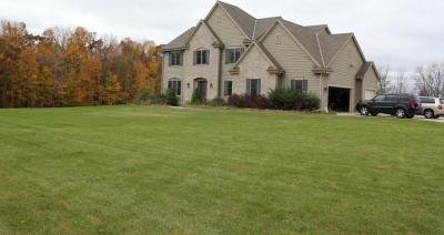 Photo of 3999 Hawks Ridge Dr, Richfield, WI 53033