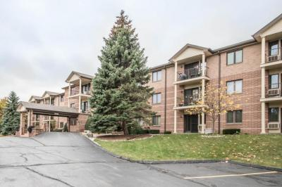 Photo of 530 N Silverbrook Dr, West Bend, WI 53090