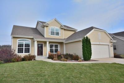 Photo of N173W20018 Creekside Dr, Jackson, WI 53037