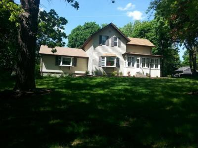 Photo of 810 E Capitol Dr, Hartland, WI 53029