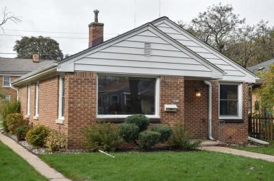 Photo of 4939 N Iroquois Rd, Glendale, WI 53217