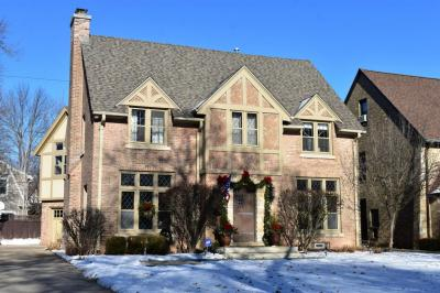Photo of 1038 E Circle Dr, Whitefish Bay, WI 53217
