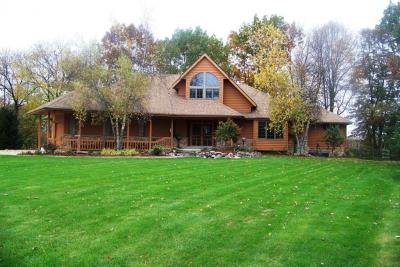 Photo of 1614 Country Club Ln, Watertown, WI 53098