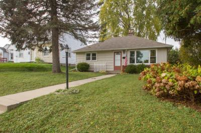 Photo of 1018 Oakland Ave, Waukesha, WI 53186