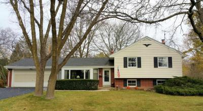 Photo of 424 Bel Aire Dr, Thiensville, WI 53092