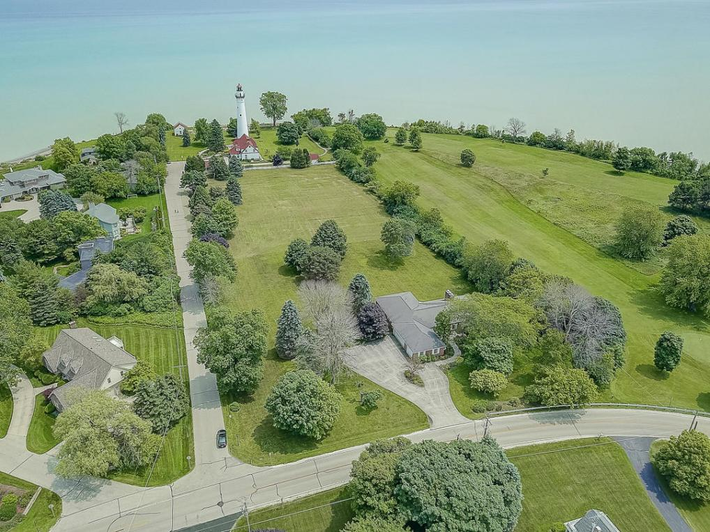 4707 Lighthouse Dr, Wind Point, WI 53402
