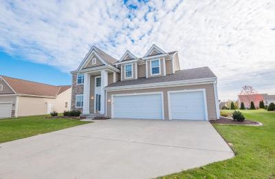 Photo of 1819 Edgewater Dr, West Bend, WI 53095