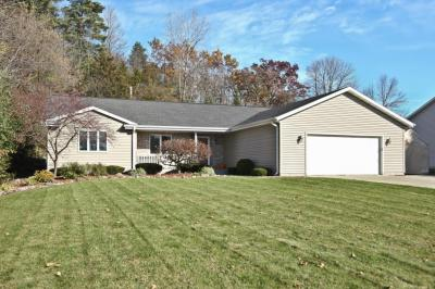 Photo of 120 Tennies Dr, Slinger, WI 53086