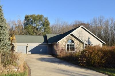 Photo of 336 Valley View Ln, Grafton, WI 53024