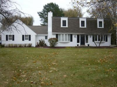Photo of 3210 Parkside Dr, Brookfield, WI 53005