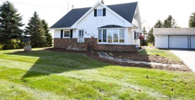 Photo of 6489 Clover Rd, Hartford, WI 53027