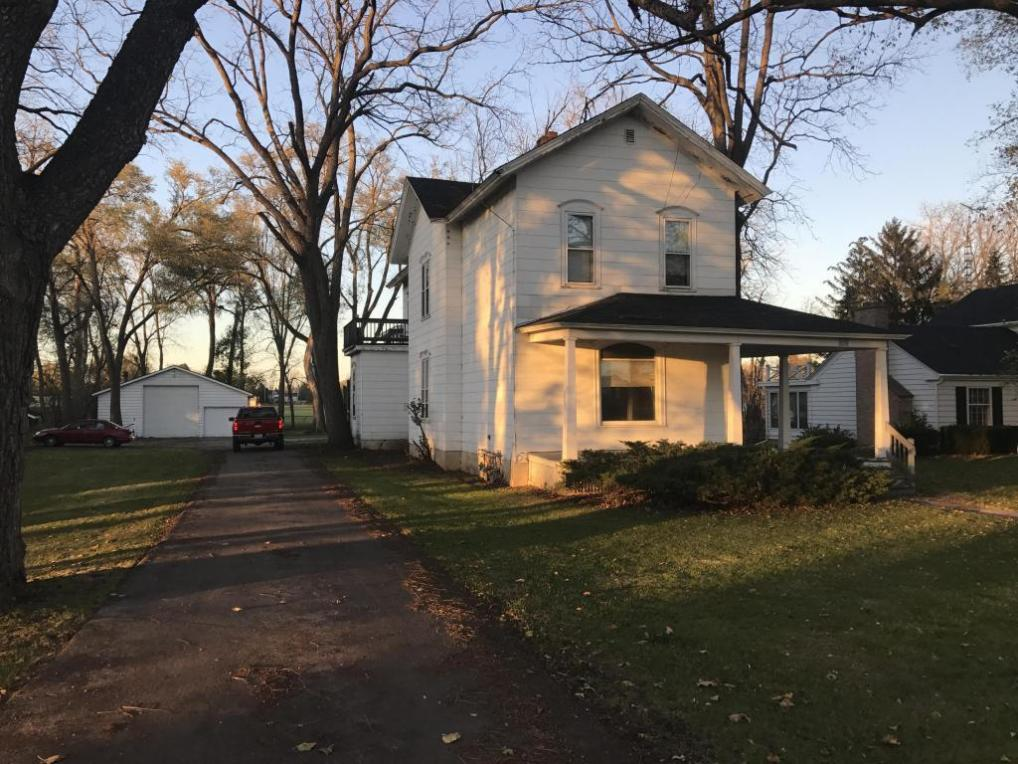 1122 W Walworth Ave, Whitewater, WI 53190