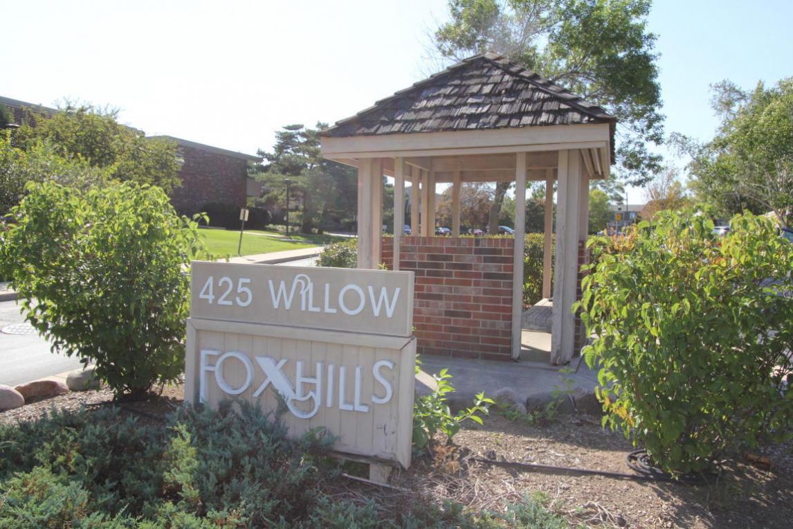 425 W Willow Ct, Fox Point, WI 53217