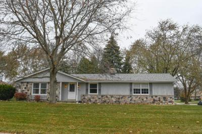 Photo of 14870 W Fenway Dr, New Berlin, WI 53151