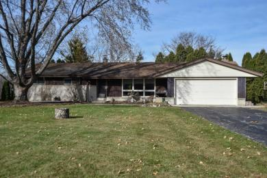 18050 W Hilltop Dr, New Berlin, WI 53146