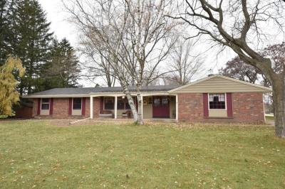 Photo of 3615 Hollywood Ln, Brookfield, WI 53045