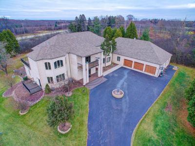 Photo of 2430 W Dean Ct, River Hills, WI 53217