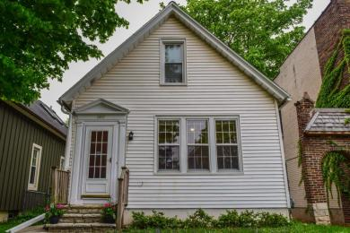 3221 N Oakland Ave, Milwaukee, WI 53211
