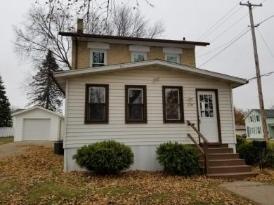 119 S Warren St, Watertown, WI 53094