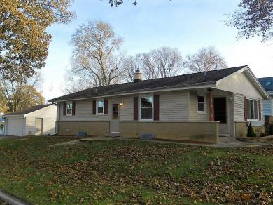 2536 N 115th St, Wauwatosa, WI 53226