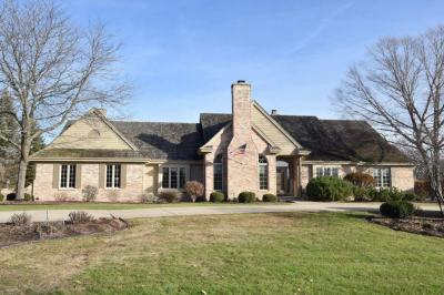 Photo of 3550 Chesterwood Dr, Brookfield, WI 53005
