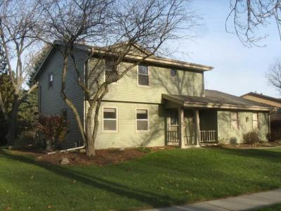 Photo of 1128 N Glenwood Cir, West Bend, WI 53090