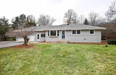 Photo of 10225 N Greenview Dr, Mequon, WI 53092