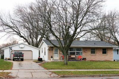 Photo of 1419 Sherwood Pl, West Bend, WI 53090