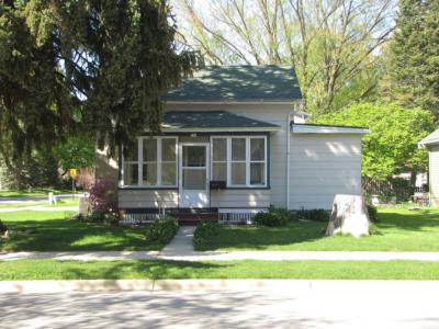 Photo of 726 W South St, Oconomowoc, WI 53066