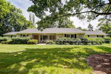 260 S Elm Grove Rd, Brookfield, WI 53005