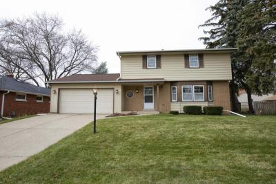 Photo of 4703 N 100th St, Wauwatosa, WI 53225