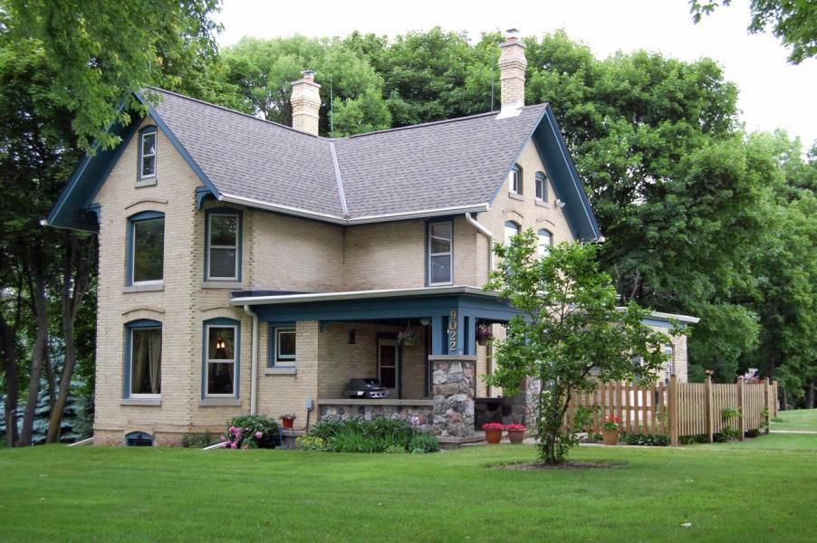 9022 W County Line Rd, Mequon, WI 53097