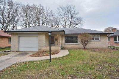 Photo of 8111 W Raymond Ln, West Allis, WI 53219