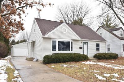 Photo of 686 Wolcott St, West Bend, WI 53090