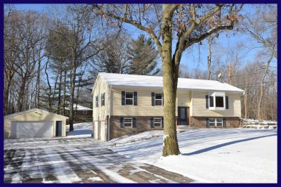 Photo of 2901 S Amor Dr, New Berlin, WI 53146