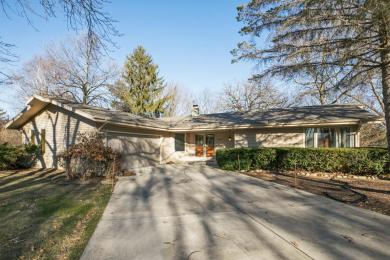 2552 W Wending Dr, Glendale, WI 53209