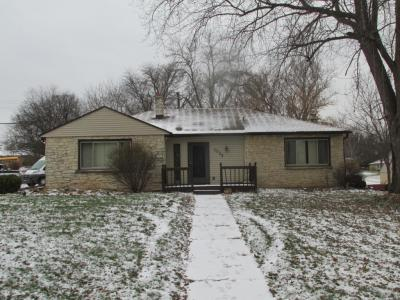 Photo of 1025 Garvens Ave, Brookfield, WI 53005