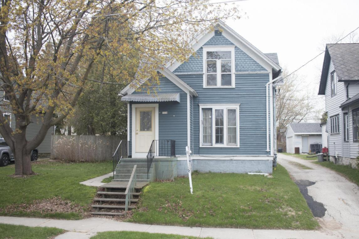 1114 S 12th St, Manitowoc, WI 54220