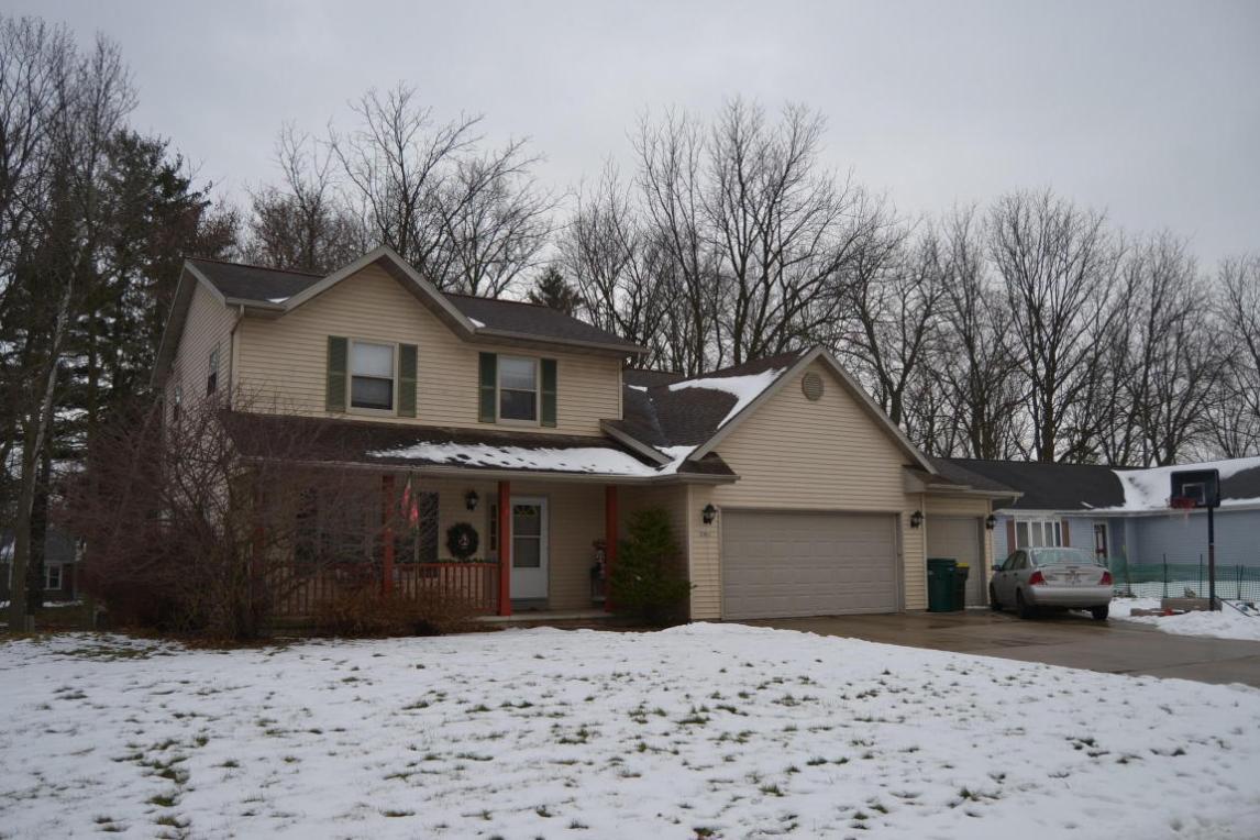 2041 Lake View Dr, Hartford, WI 53027