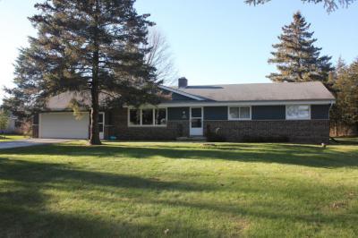 Photo of N71W35500 Mapleton Lake Dr, Oconomowoc, WI 53066