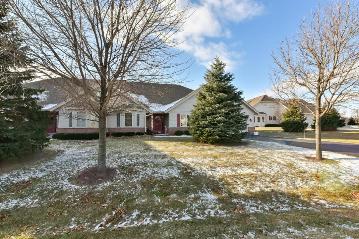 10737 N Oxford Ct, Mequon, WI 53092