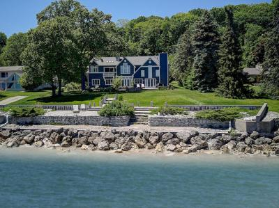 Photo of 8100 N Beach Dr, Fox Point, WI 53217